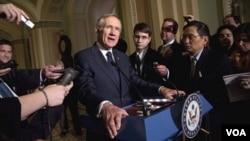 El líder de la mayoría demócrata en el Senado, Harry Reid, planea presentar un proyecto para eliminar las exenciones de impuestos a las grandes firmas petroleras.