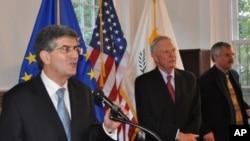 Πρέσβης Π. Αναστασιάδης, πρέσβης R. Ewing και Διευθυντής Ινστιτούτου T. Davis