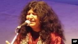 گانوں کےلئے وقت نہیں، صوفیانہ کلام نہیں چھوڑسکتی: عابدہ پروین