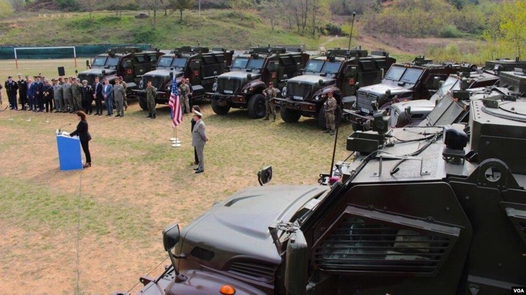 Dhuratë nga SHBA 37 automjete ushtarake moderne