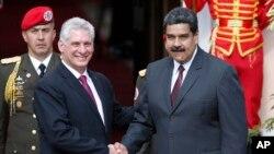 古巴總統狄亞士-卡奈(左)與委內瑞拉總統馬杜羅(右)於2018年5月30日會面資料照。