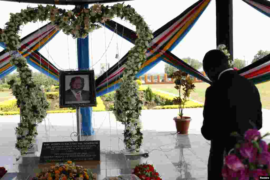 South Sudan's President Salva Kiir prays at the John Garang Memorial during events marking the third anniversary of South Sudan's independence, in Juba July 9, 2014.