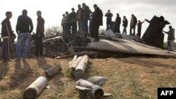 Bingazi'nin doğusunda düşen F-15 uçağının enkazı