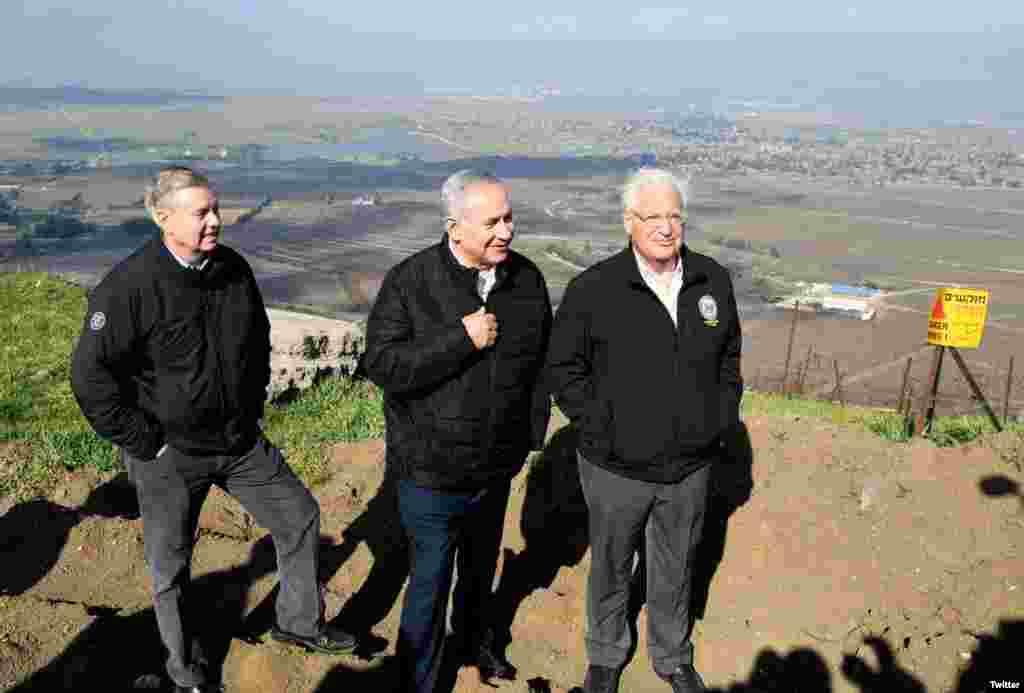 لیندزی گراهام سناتور ارشد جمهوریخواه به همراه سفیر آمریکا و نخست وزیر اسرائیل از بلندی های جولان در مرز با سوریه دیدار کرد.