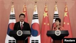 한국을 방문한 시진핑 중국 국가주석(왼쪽)이 지난 3일 박근혜 한국 대통령과 정상회담에 이어 공동기자회견에 참석했다.