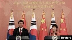 한국을 방문한 시진핑 중국 국가주석(왼쪽)이 3일 박근혜 한국 대통령과 정상회담에 이어 공동기자회견에 참석했다.