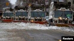 Расчистка 5-ой Авеню в Манхэттене от снега. Нью Йорк