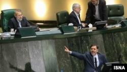 عباس آخوندی وزیر راه و شهرسازی در جلسه ناکام استیضاح در مجلس شورای اسلامی
