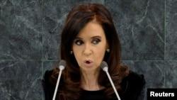 La presidenta argentina Cristina Fernández tendrá que permanecer en reposo por un mes.