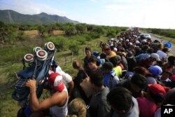 Caravana de migrantes centroamericanos buscaba apoyo de autoridades de México para avanzar en su travesía hacia EE.UU.