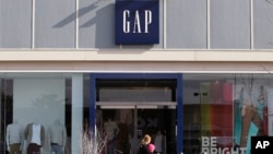 ហាងលក់សម្លៀកបំពាក់ Gap មួយនៅទីក្រុង Hingham រដ្ឋ Massachusetts សហរដ្ឋអាមេរិក។ (២១ កុម្ភៈ ២០១២)
