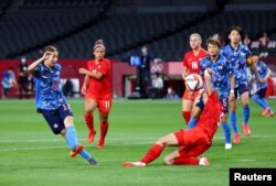 Pertandingan sepak bola putri Olimpiade Tokyo 2020, Grup E, antara tim Jepang melawan Kanada di Sapporo Dome, Sapporo, Jepang, 21 Juli 2021. (REUTERS/Kim Hong-Ji)
