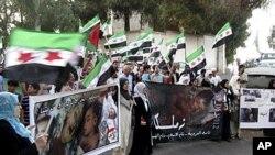 3일 시리아 다마스쿠스 인근의 반정부 시위대.