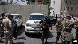 19일 시리아 다마스쿠스 지역을 수색하는 유엔 감시단.
