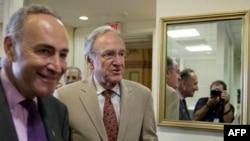 Чарльз Шумер (слева)