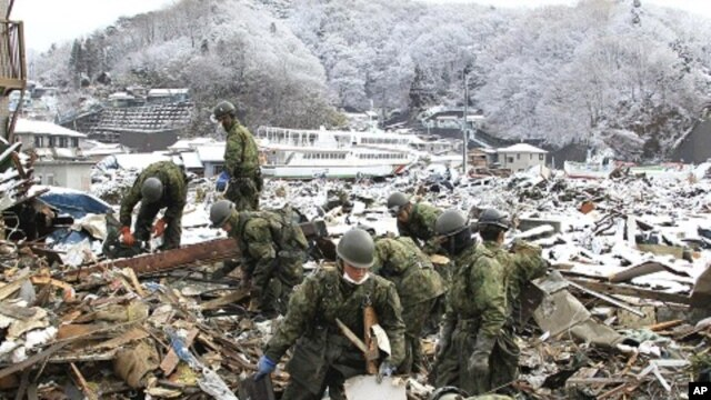 Japan Self Defense Force members search for victims of the March 11 earthquake and tsunami in Miyako City, Miyagi Prefecture, March 26, 2011