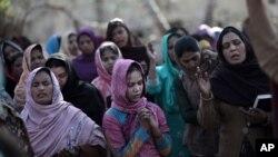 د پاکستان د شماریاتو د څانگې د یو رپورټ ترمخه تیرو لسو کالو کې پاکستان کې د با روزگاره زنانه ؤ شمیره ١٢ میلین نه زیاته شوې ده. ددې نه وړاندې دا شمیره څه د پاسه پنځه میلینه وه