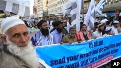 24일 파키스탄 카라치에서 아프가니스탄 주둔 나토군의 코란 소각에 항의하는 시위대