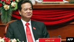 Thủ tướng Nguyễn Tấn Dũng, 61 tuổi, được tái bổ nhiệm cho một nhiệm kỳ nữa