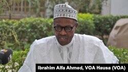 Tattaunawar ma'aikacin Sashen Hausa, Ibrahim Alfa Ahmed, tare da Janal Muhammadu Buhari bayan ya kada kuri'ar sa, Maris 28, 2015.