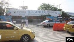 El Aeropuerto Internacional Rafael Núñez está en remodelación, no hay señalización y no estará terminado hasta el 2013.