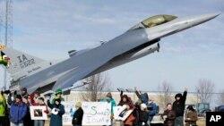Một máy bay không người lái có trang bị vũ khí sát thương của Mỹ.