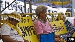 Hàng ngàn người biểu tình Áo Vàng xuống đường biểu tình đòi Thủ Tướng Abhisit Vejjajiva phải từ chức