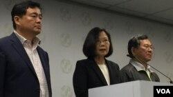 台灣總統蔡英文表示將一肩扛起敗選責任(資料照片)