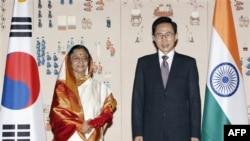 Tổng thống Ấn Độ Pratibha Patil và Tổng thống Nam Triều Tiên Lee Myung Bak tại Seoul, ngày 25/7/2011