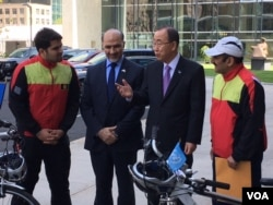 (L-R) Firoz Khan, Afghan Ambassador to the UN Mahmoud Saikal, UN chief Ban Ki-moon and Nader Shah Nangarhari talk after the duo's arrival in New York. (VOA/M. Besheer