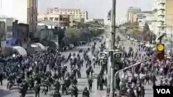 تصاویر مربوط به اعتراضات به گرانی بنزین در شهرهای مختلف ایران - شیراز، چهار راه زند