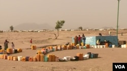 Refugees set out containers waiting for UNHCR to fill them with water, at Minawao refugee camp, northern Cameroon, Feb. 9 2018. (M. Kindzeka/VOA)