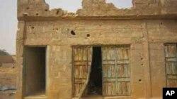 Kofar gidan da aka gano maboyar wasu 'yan Boko Haram a gundumar Mariri a Kano.
