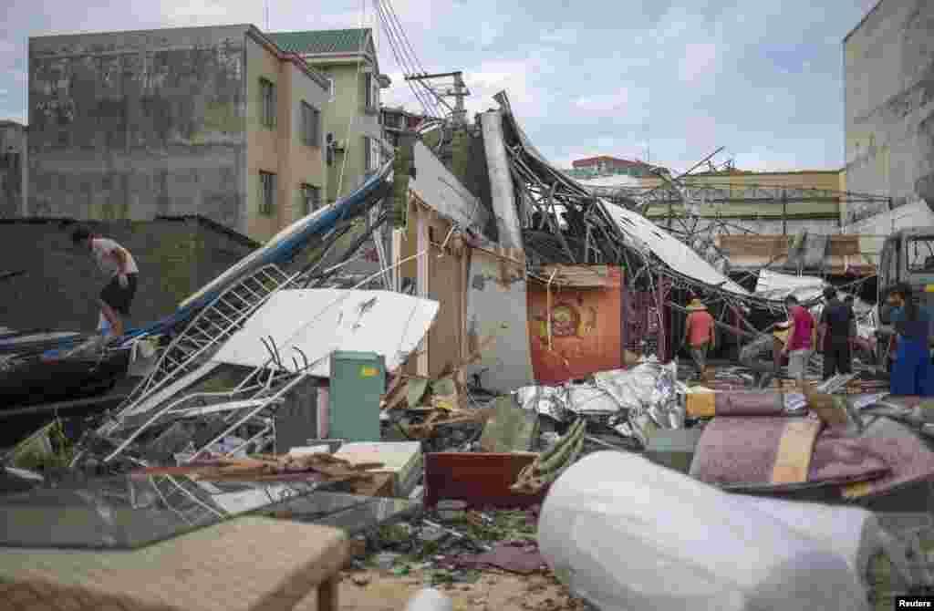 راماسن طوفان سے ایک وسیع علاقے میں تباہی پھیلی اور بہت سی عمارتیں منہدم ہوئیں۔