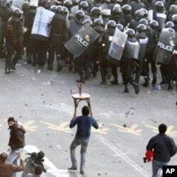 Les manifestants exigent la fin du régime Moubarak