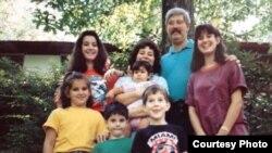 خانواده رابرت لوینسون