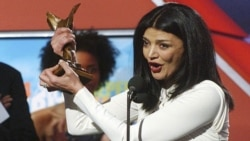 """Iranian actress Shohreh Aghdashloo accepts the award for best supporting female for her role in """"House of Sand and Fog,"""" at the 2004 IFP Independent Spirit Awards In Santa Monica, Calif., on Saturday, Feb. 28, 2004. (AP Photo/Chris Pizzello)"""