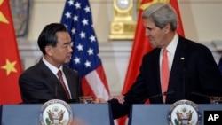 美国国务卿克里与中国外交部部长王毅会谈。