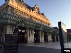 Main train station in Nice (L. Ramirez/VOA)