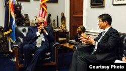 찰스 랭글 미 연방 하원의원이 10일 의원실을 방문한 류길재 한국 통일부 장관과 한반도 문제와 미-한 관계 등을 논의했다. 사진제공: 찰스 랭글 의원실