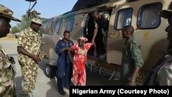 Une des filles de Chibok secourue par l'armée nigériane, 18 mai 2016.