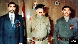 İraq diktatoru Səddam Hüseyn oğulları Qusay və Udayla birlikdə