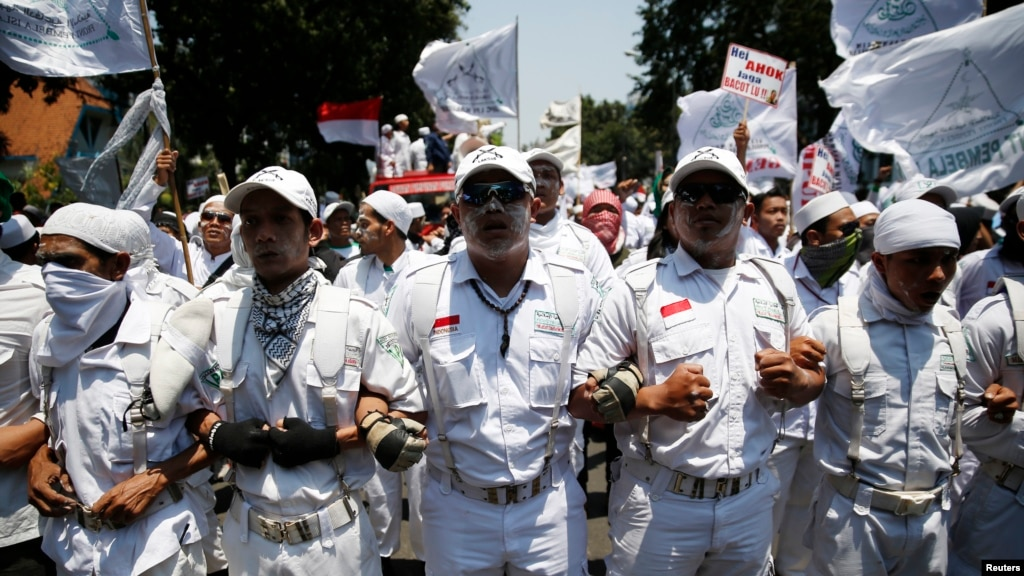 Indonesian Islamists Protest Rise of Christian to Jakarta ...