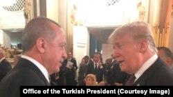 Türkiyə prezidenti Rəcəb Tayyib Ərdoğan və ABŞ prezidenti Donald Tramp Parisdə şam yeməyi zamanı görüşür, Paris, 10 noyabr, 2018