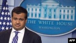라즈 샤 백악관 부대변인이 14일 정례브리핑에서 미국의 정책은 완전하고 검증 가능하며 되돌릴 수 없는 한반도의 비핵화를 추구하는 것이었으며 앞으로도 그럴 것이라고 말했다.