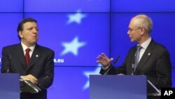 European Council President Herman Van Rompuy, right, and European Commission President Jose Manuel Barroso, address the media at the end of an EU summit, at the European Council building in Brussels, May 24, 2012.