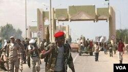Pasukan NTC Libya berhasil menguasai pintu gerbang El-Khamseen, di kota Sirte timur (24/9).