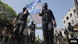 Militan turun ke jalan-jalan di Gaza mengecam Israel (foto dokumentasi).