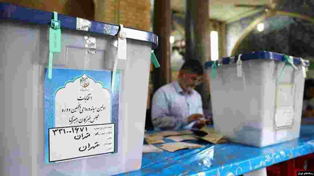 گزارش ها از انتخابات مجلس و خبرگان در ایران نشان از کاهش شدید مشارکت مردم در انتخابات میدهد.