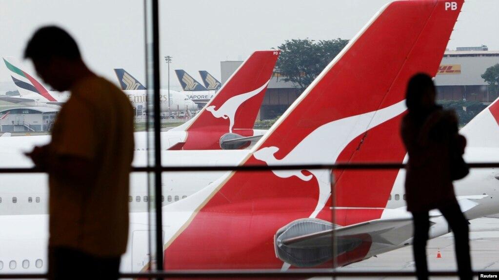 Máy bay của hãng hàng không Qantas Airlines của Úc tại sân bay Changi ở Singapore. Qantas là một trong nhiều hãng hàng không trên thế giới phải điều chỉnh đường bay tránh eo biểu Hormuz nơi Iran bắn hạ một máy bay không người lái của Mỹ hôm 20/6.